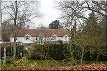 TL8663 : Houses off Wilks Rd by N Chadwick
