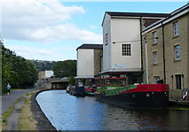 SE1437 : Leeds and Liverpool Canal in Shipley by Mat Fascione
