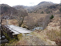 NG8603 : Footbridge over the Allt Gleann Unndalain by Richard Law