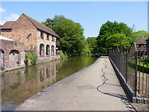 SO8554 : The canal outside the Commandery, Worcester  by Jeff Gogarty