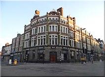 SO9198 : The Hooded Ram on Lichfield Street by David Howard