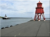 NZ3668 : Herd Groyne Lighthouse and the Mouth of the River Tyne by G Laird