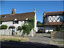 TR3068 : Cottages on Canterbury Road, Birchington by David Howard