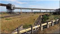 SE9111 : Pipelines and conveyors at Scunthorpe Steelworks by Gareth James