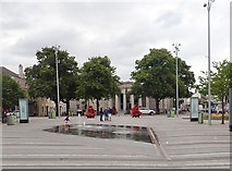 J0407 : Fountain in Market Square, Dundalk by Eric Jones