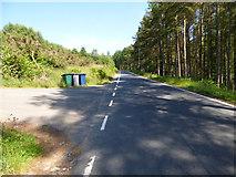 NS0682 : Roadside wheely bins by Thomas Nugent