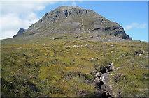NG9558 : The escarpment of Stùc a Choire Dhuibh Bhig, Liathach by Julian Paren
