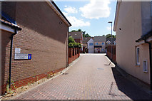 TM2431 : Jamestown Close off Williamsburg Avenue, Harwich by Ian S
