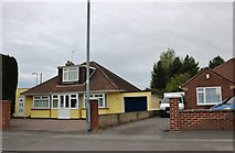 SU1786 : Bungalow on Swindon Road, Lower Stratton by David Howard