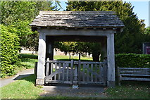 TQ6242 : Lych gate, Old Church of St Peter by N Chadwick