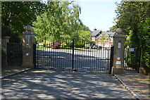 TQ6040 : Gated estate by N Chadwick