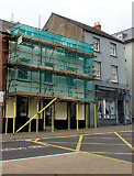 SO2914 : Fulgoni Opticians under scaffolding, Abergavenny by Jaggery