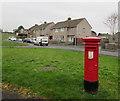 SS8880 : Queen Elizabeth II pillarbox on a Bryntirion corner by Jaggery