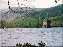 SK1789 : Derwent reservoir and dam tower by John H Darch