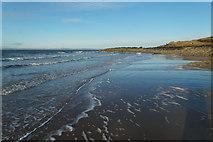 NT4884 : Shoreline at Black Rocks, Gullane Bay by Mike Pennington
