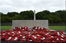 O1233 : Stone of Remembrance and cross by N Chadwick