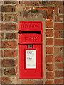 SJ4273 : E II R letter box on the Bunbury Arms, Stoak by John S Turner