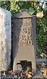 TQ2882 : Old Boundary Marker by Milestone Society