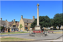 SP0937 : Broadway War Memorial by Des Blenkinsopp