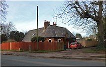 SP4539 : Lodge by Oxford Road, Banbury by David Howard