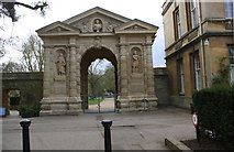 SP5206 : Entrance gateway to Botanic Gardens from High Street by Roger Templeman