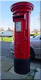 NZ5924 : Elizabeth II postbox on Thames Road, Redcar by JThomas