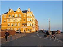 TQ2804 : King's Esplanade, Hove by Simon Carey