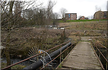 SE1537 : Footbridge over Bradford Beck by habiloid