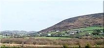 J0718 : Settlements on the lower slopes of Edentober Mountain by Eric Jones
