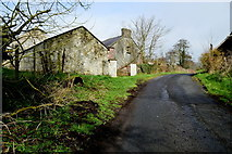 H6058 : Derelict farm buildings along Tullylinton Road by Kenneth  Allen