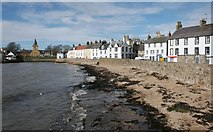 NO5603 : The shore, Anstruther Easter by Richard Sutcliffe