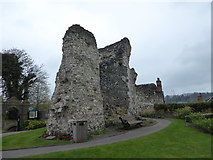 SU9949 : Guildford Castle Grounds: remains of the outer walls by Basher Eyre