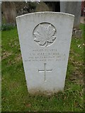 TQ1667 : St Nicholas, Thames Ditton: CWGC grave (i) by Basher Eyre