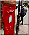 SU4767 : King George V postbox on a town centre corner, Newbury by Jaggery