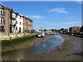 SZ5089 : Newport: low tide by John Sutton