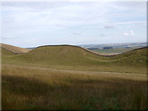 NY7969 : Hadrian's Wall on Clew Hill by Rudi Winter