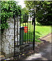 SN5748 : Crossed Keys symbol on an entrance gate to St Peter's churchyard, Lampeter by Jaggery