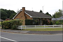 SU1660 : Bungalow on Inlands Close, Pewsey by David Howard