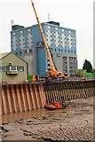 TA1028 : Reinforcing the shuttering, River Hull by Chris
