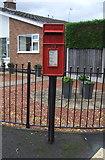SJ9220 : Elizabeth II postbox on Hill Farm Close, Moss Pit, Stafford by JThomas