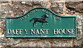 SO5417 : Daff y Nant House name sign facing the A40 near Whitchurch, Herefordshire by Jaggery