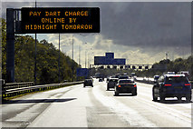 TQ5782 : London orbital Motorway, Variable Message Sign by David Dixon