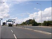 TA1031 : Stoneferry bridge by Elliott Simpson