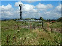NS5061 : Telecoms mast on Temple Hill by Lairich Rig