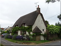 SU2991 : Thatched cottage on Church Lane, Fernham by JThomas