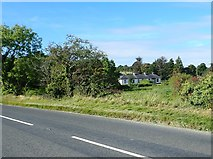 J0226 : Cottages on the lower section of Sturgan Brae by Eric Jones