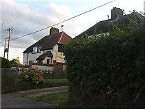 TQ5872 : Hope Cottages on Bean Lane by David Howard