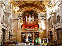 NS5666 : The great hall of Kelvingrove Museum by Stephen Craven