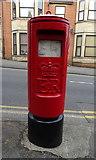SU1584 : Elizabeth II postbox on Victoria Road, Swindon by JThomas