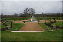 TQ1568 : View of the fountain in the Privy Garden #2 by Robert Lamb